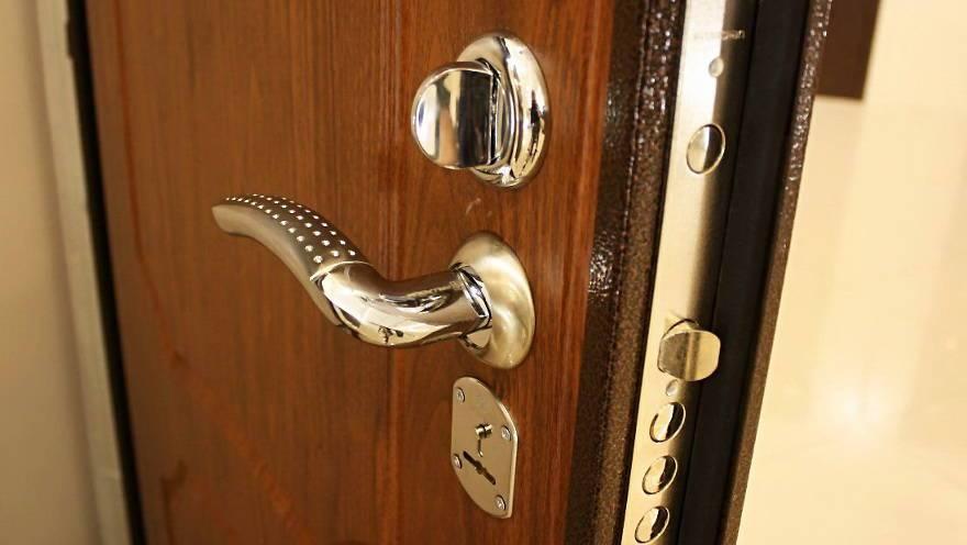 За семью запорами… или  какую квартирную дверь выбрать