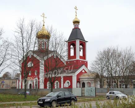 Церковь недалеко от ЖК на Заводской ул., д. 3 (24.10.2013 г.), Октябрь 2013