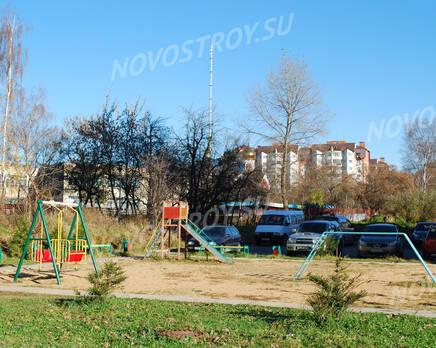 Детская площадка ЖК на улице Любого, 11 (24.10.2013 г.), Октябрь 2013