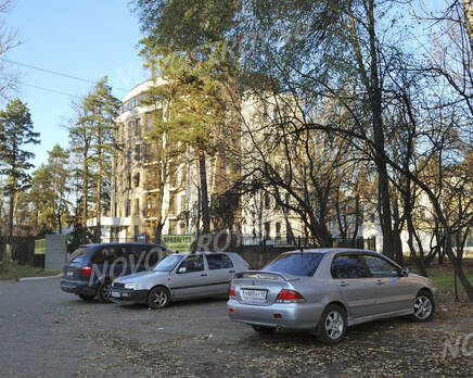 Стоянка около ЖК на ул. Блохинцева, 12 (24.10.2013 г.), Октябрь 2013
