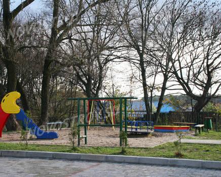 Детская площадка ЖК «Ялтинский пруд» (10.11.2013 г.), Ноябрь 2013