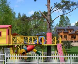 Детская площадка на территории КП «Лемболово Парк»