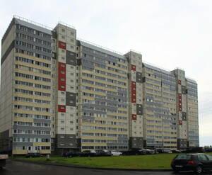 ЖК «в посёлке Тельмана» (мкр. 5): общий вид корпуса с придомовой территории