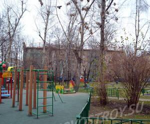 Детская площадка около ЖК «Николаевский дом» (01.11.12)