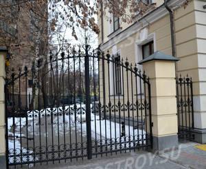 Ограждение жилого комплекса «Дома на Большой Никитской, 45» (01.12.12)