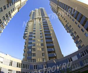 Общий вид башен ЖК «Эко» с внутреннего двора (12.05.2013 г.)