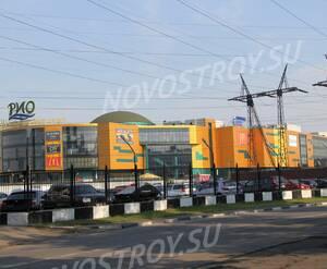 Торговый центр «Рио» расположеный недалеко от ЖК «Дом на Лесной» (20.06.2013 г.)