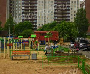 ЖК «На Травяной»: детская площадка между корпусами (17.06.15)