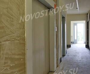 ЖК «Правый берег»: лифты, 4 этаж (14.06.2015)