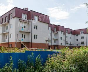 ЖК «Дом в поселке Горбунки»: общий вид со двора (13.08.2015)