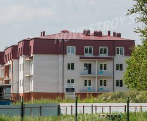 ЖК «Дом в поселке Горбунки»: общий вид с торца (13.08.2015)