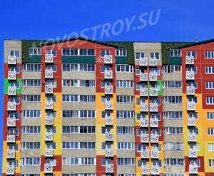 ЖК «Победа»: 24.08.2015 - Фрагмент корпуса, верхние этажи фасада
