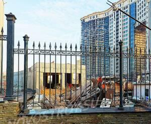 МФК «Astrum residence»: 07.11.2015 Ограждение периметра здания и строящася подземная парковка