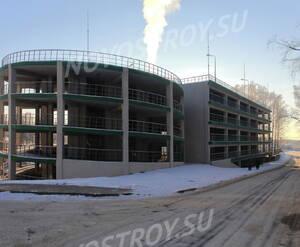 ЖК «Земляничная поляна»: вид  на паркинг с Центральной ул. (10.01.2016)