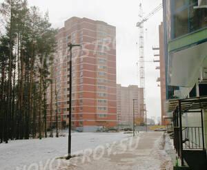 ЖК «на ул. Дубки»: Вид со двора дома 19, вдали 17-й дом. 22.02.2015