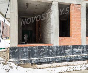 ЖК «Дом у залива»: фасад здания (28.02.2016)