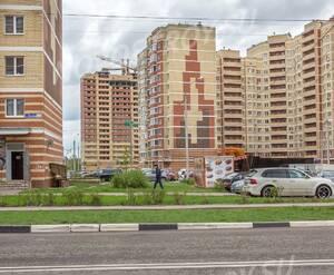 ЖК «Дом на улице Кирова»: Общий вид на дом внутри микрорайона