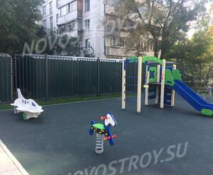 ЖК «Клубный дом Юннаты»: детская площадка на территории комплекса