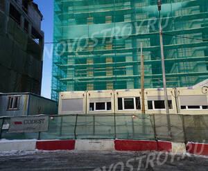 ЖК «Полянка, 44»: Строящийся корпус и бытовки строителей.