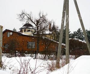 Малоэтажный ЖК «Веледниково»: дачная застройка рядом с комплексом.