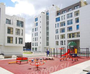 ЖК «Загородный квартал»: детская площадка рядом с домом 18