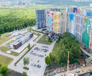 ЖК «Эталон-Сити»: открытый паркинг рядом с комплексом (фото из группы «Вконтакте»)