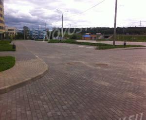 ЖК «Город Счастья»: открытая автопарковка у корпуса 1