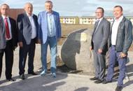 Губернатор Ленинградской области Александр Дрозденко посетил малоэтажный комплекс «Счастье» в Тосненском районе