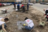 Кудровцы прибирают строительный мусор за застройщиком