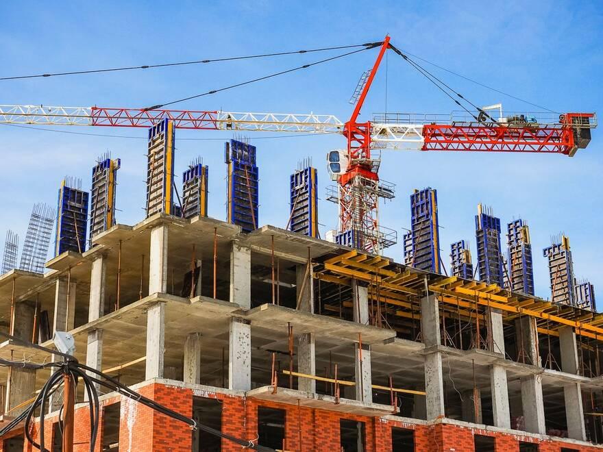 Весна будет богатой на новые стройки, полагают эксперты, число разрешений на строительство жилья выросло на 43%