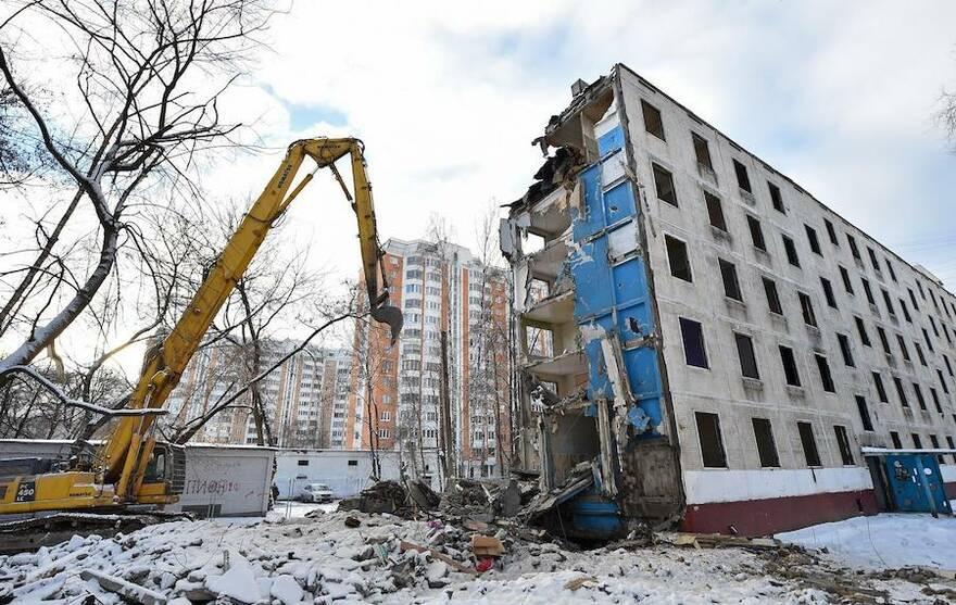 Россияне скупают аварийное жилье: эксперты рассказали, сколько можно заработать на реновации